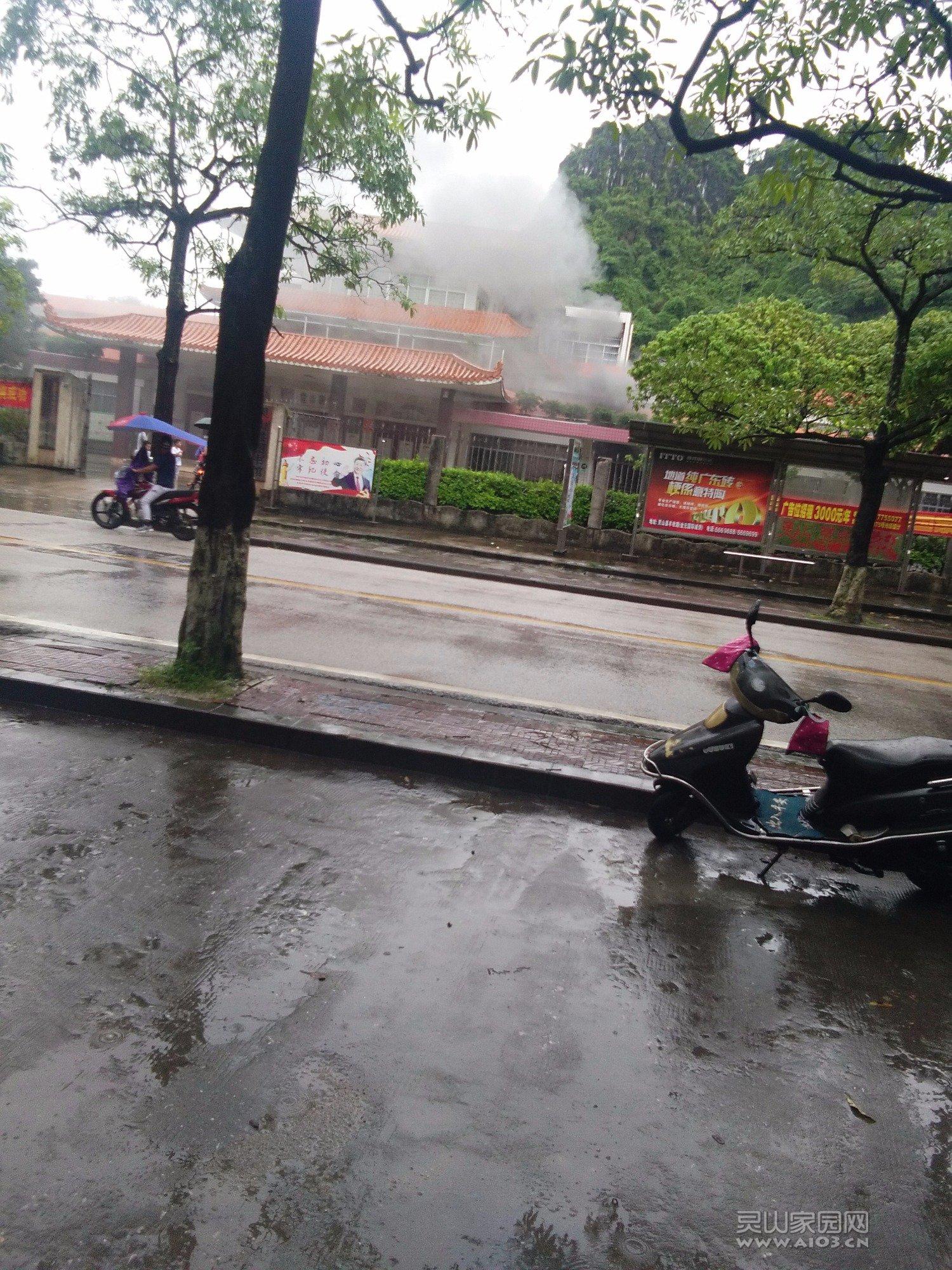 灵山图书馆中午1点失火