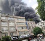 突发!就在刚刚,灵山县内一电动车仓库发生严重火灾,上百辆电车被烧得只剩骷髅架...