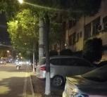 靈中宿舍后的人行道,天天被人私自占用成停車場!