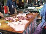 送白菜的猪肉三十几块一斤,吃穷人咩?