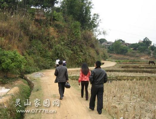 2006年1月8日,5个先行者第一次到山区关爱贫困学生
