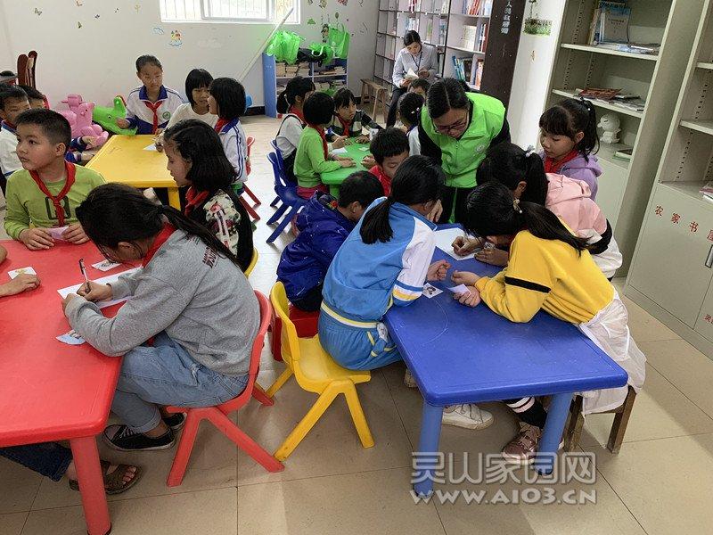 图二:社工引导儿童制定小组契约.jpg