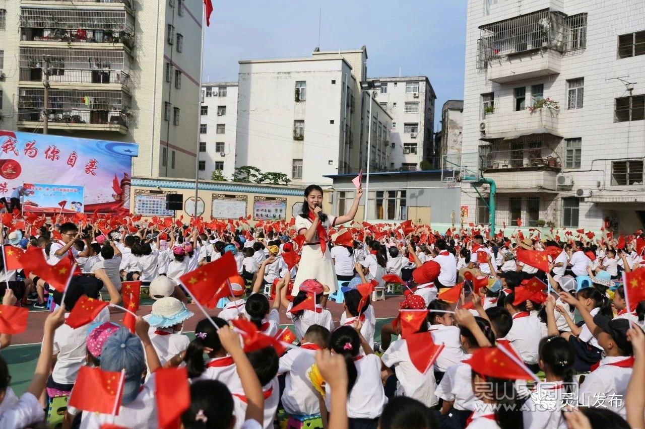 0902 灵山县25万师生别开生面上好开学第一课5.jpg