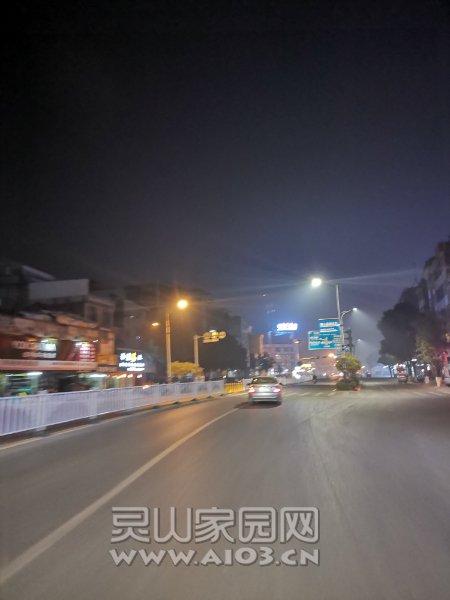 新的不來,舊的不去,江南路換路燈了