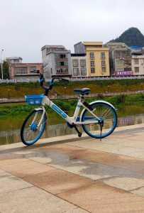 灵山市政局,解决哈啰单车违停其实可以这样