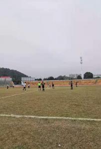 灵山体育场踢足球