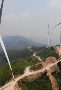 無人機航拍廣西靈山最高峰羅陽山看大風車,大山頂端風景太壯觀,又多了一個爬山的...