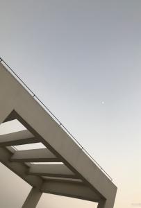 灵山人日常分享天空中迷你的小月亮