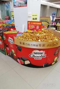 走进超市,都是准备要过春节的气氛