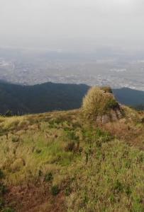 无人机带你去看灵山新圩文笔岭,山顶风景非常壮观